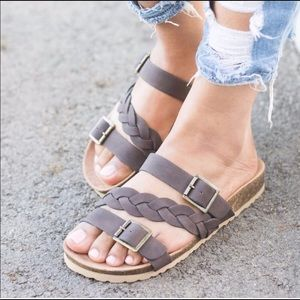 Shoes - 3rd restock 5⭐️BROWN BRAIDED FLAT SANDAL
